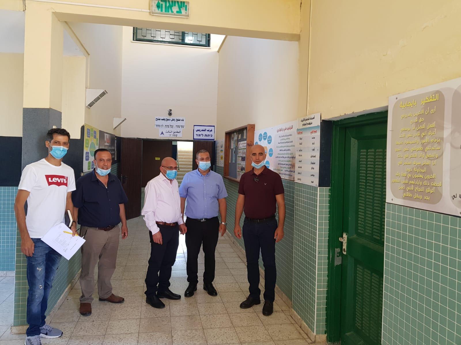 رئيس المجلس المحلي السيد محمود جبارين في زيارة لمدارس طلعة عارة